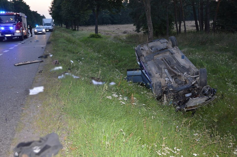 Powiat bialski: Stracili panowanie na samochodami i nie mieli prawa jazdy - Zdjęcie główne