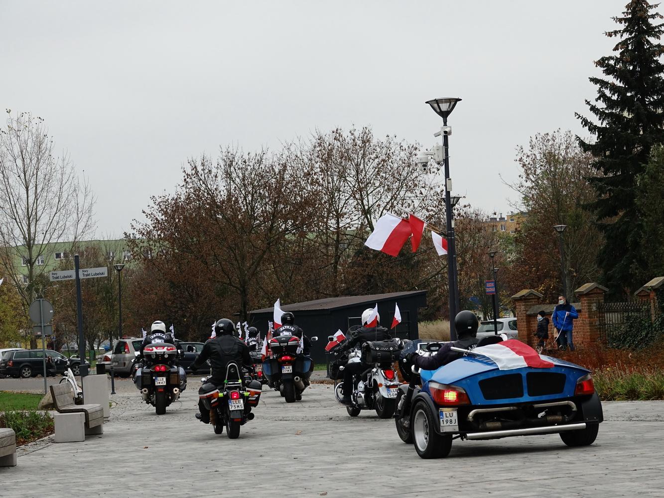 11 listopada w Łęcznej. Odsłonięcie pomnika, msza i przejazd motocyklistów (ZDJĘCIA) - Zdjęcie główne