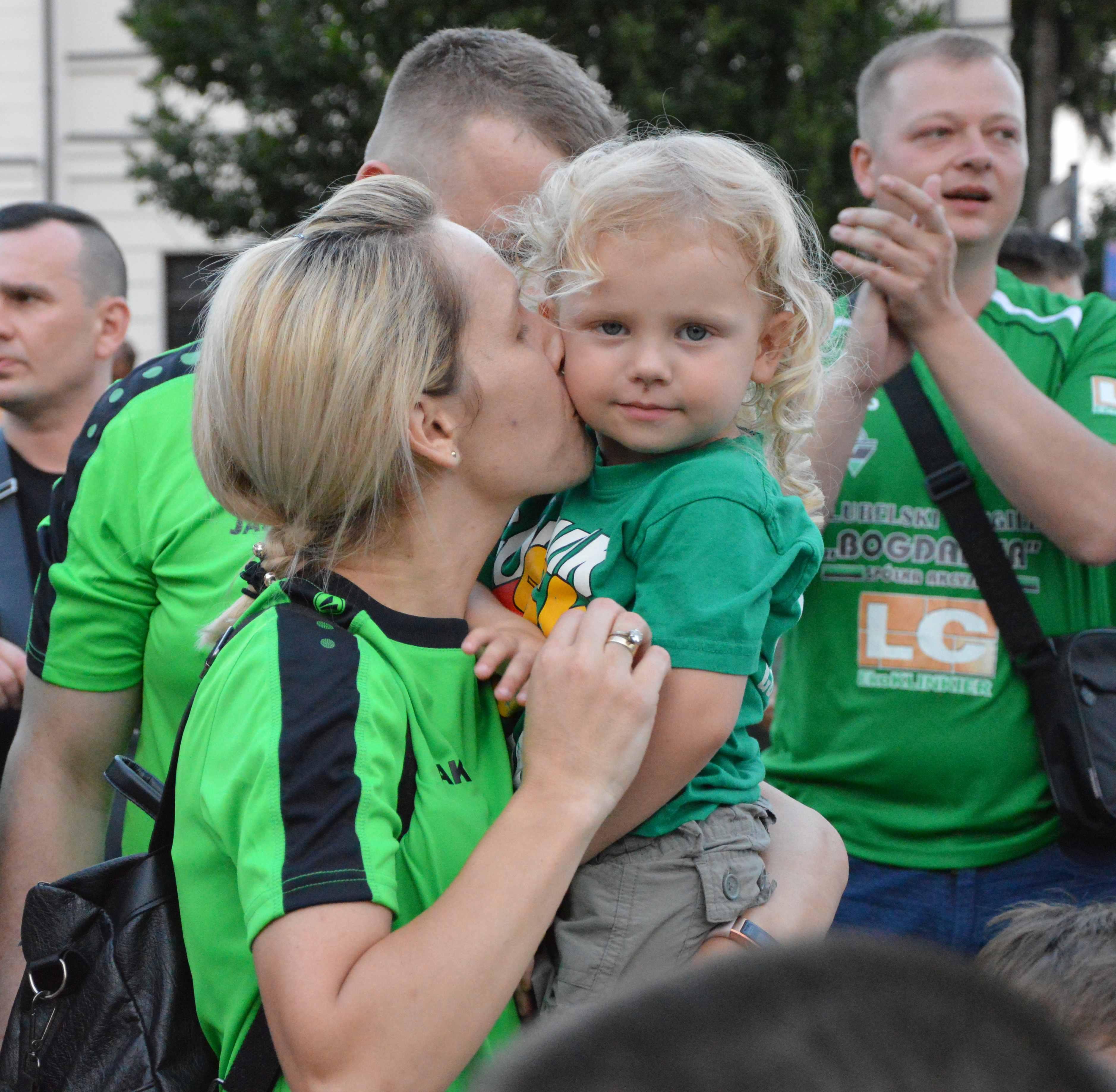 Łęczna: wielka feta kibiców i piłkarzy Górnika. Rynek w zielono-czarnych barwach [GALERIA - CZĘŚĆ II]  - Zdjęcie główne