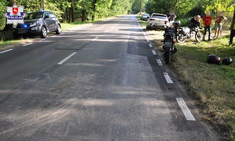 Motocyklista wjechał w inny motor i samochód  - Zdjęcie główne